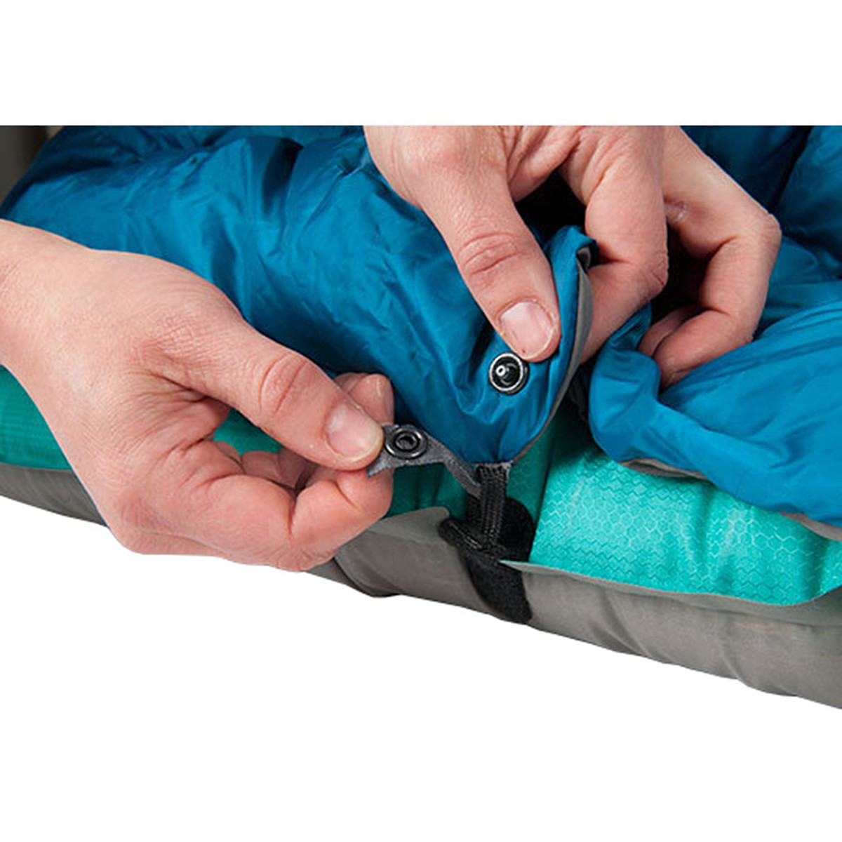 Therm-a-Rest Vela Blanket: 40 Degree Down Blanket-to-Pad Connection