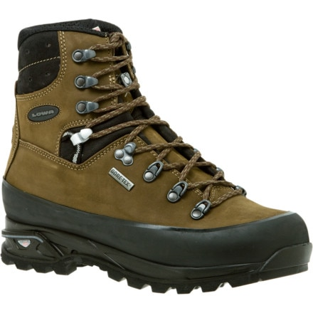 photo: Lowa Tibet Pro GTX backpacking boot