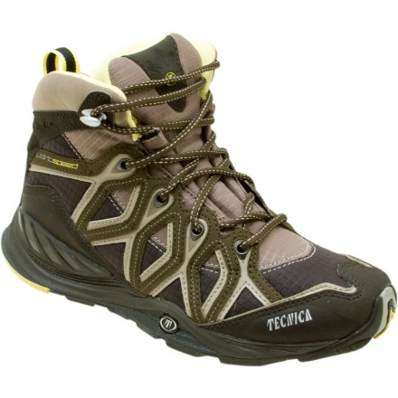 photo: Tecnica Dragonfly Mid hiking boot